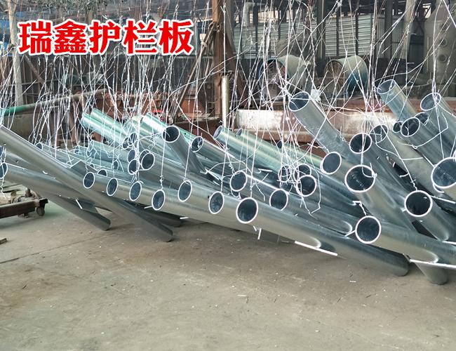 四川优质三波波形护栏板哪里有卖-瑞鑫交通设施