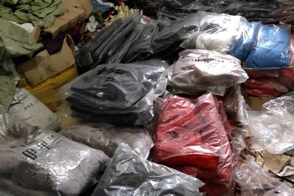 河北专业回收服装基地-高价回收服装布料