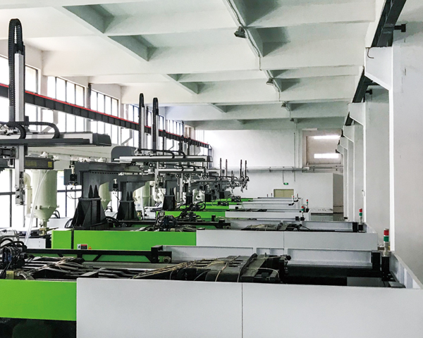 安徽高效机械手厂-武汉中威注塑机