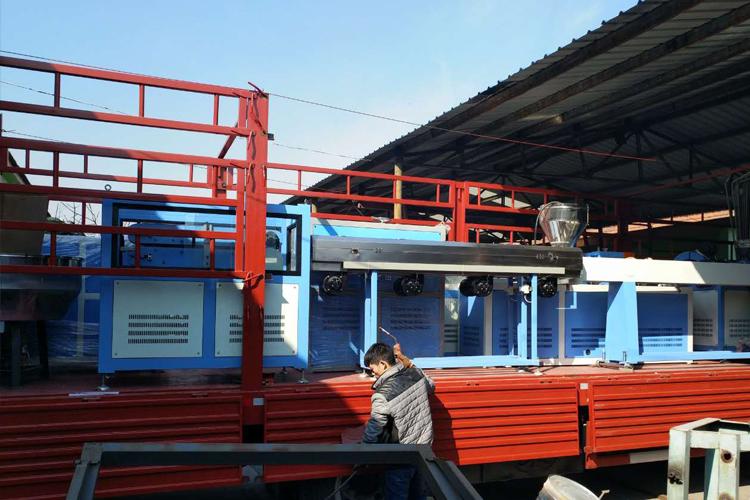 西藏新型三位一体保温水管生产线