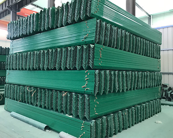 新疆噴塑兩波護欄板-力泰復合材料