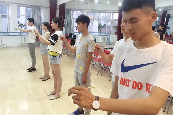 哈爾濱正規的影視表演專業培訓基地-龍騰精英藝術學校
