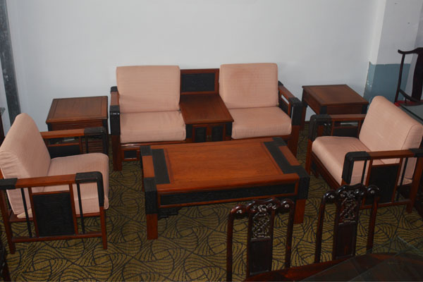 網站首頁 行業信息 文章詳情  二手辦公家具公司:板式家具是由中密度
