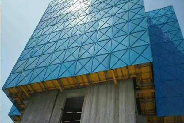 建筑爬架网在安全防护中的表现